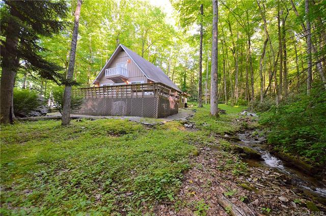 551 Locust Drive, Maggie Valley, NC 28751 (#3511335) :: Mitchell Rudd Group