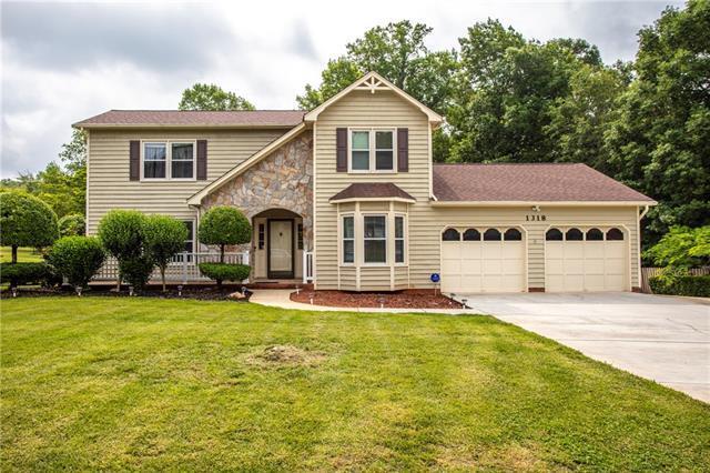 1318 Hidden Creek Circle, Hickory, NC 28602 (#3511530) :: Carlyle Properties