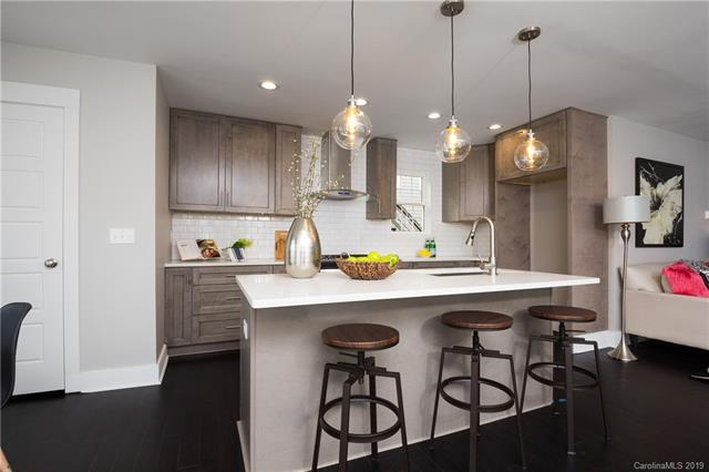 421 Woodvale Place, Charlotte, NC 28208 (#3512585) :: Stephen Cooley Real Estate Group