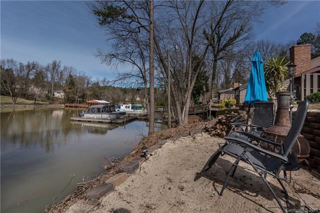 4140 Charlotte Highway B, Lake Wylie, SC 29710 (#3513091) :: www.debrasellscarolinas.com