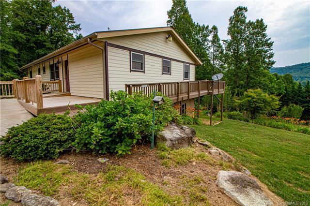 2124 Woodridge Drive, Hendersonville, NC 28739 (#3513172) :: Carlyle Properties