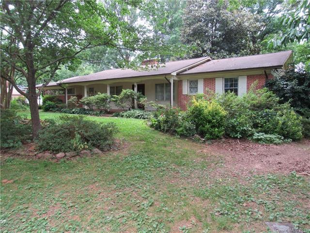 942 23rd Avenue NE, Hickory, NC 28601 (#3515202) :: Homes Charlotte