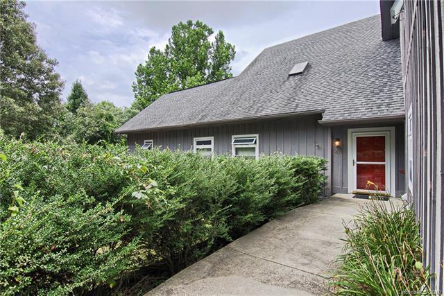28 Hart Lane, Hendersonville, NC 28792 (#3515225) :: High Performance Real Estate Advisors