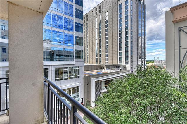 230 S Tryon Street #411, Charlotte, NC 28202 (#3515502) :: Carlyle Properties
