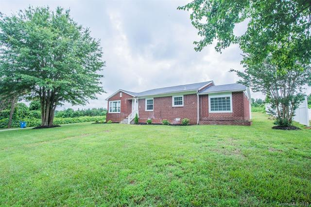 1202 Broadway Street, Forest City, NC 28043 (#3516019) :: Bluaxis Realty