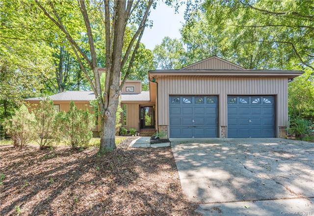 7903 Carmel Oaks Court, Charlotte, NC 28226 (#3517520) :: Cloninger Properties