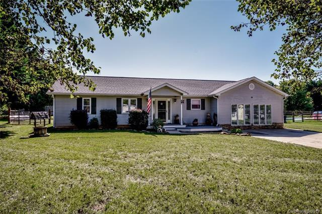 200 Glendale Drive, Huntersville, NC 28078 (#3518470) :: SearchCharlotte.com