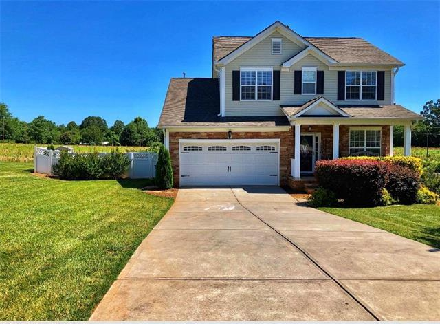 5030 Orchard Park Drive, Hickory, NC 28602 (#3518940) :: Miller Realty Group