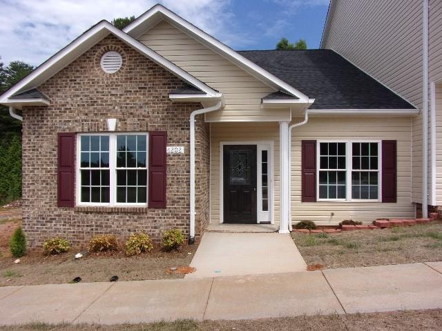 4202 Pickering Drive, Hickory, NC 28602 (#3519031) :: Rinehart Realty