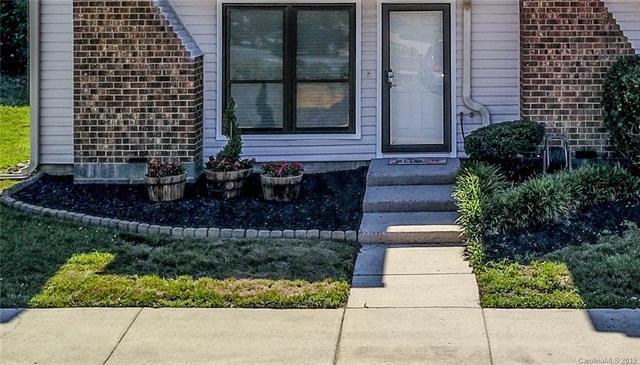 10939 Carmel Crossing Road, Charlotte, NC 28226 (#3519110) :: Cloninger Properties