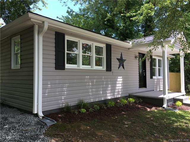 396 Hall Street, Hendersonville, NC 28739 (#3519275) :: High Performance Real Estate Advisors