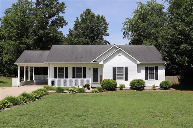 117 Sharon Place, Hudson, NC 28638 (#3519501) :: Bluaxis Realty