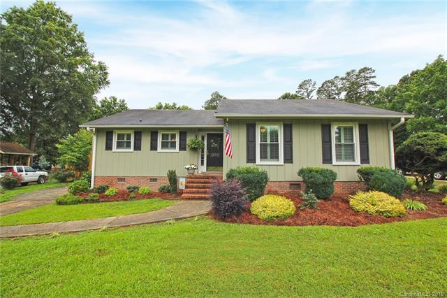 1100 Country Place Drive, Matthews, NC 28105 (#3519975) :: Zanthia Hastings Team