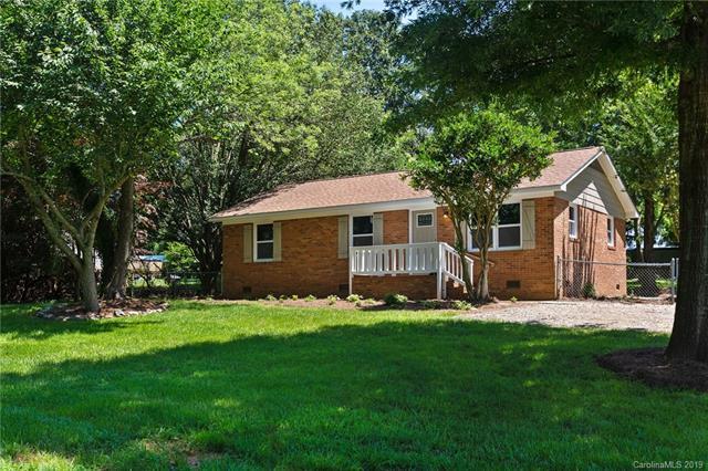 200 Rexford Road, Matthews, NC 28104 (#3520293) :: High Performance Real Estate Advisors
