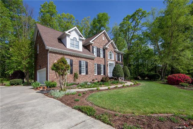 7107 Kidwelly Lane, Matthews, NC 28104 (#3520901) :: Scarlett Real Estate