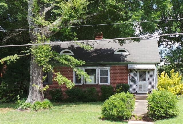 1012 8th Street, Hickory, NC 28601 (#3521758) :: Rinehart Realty