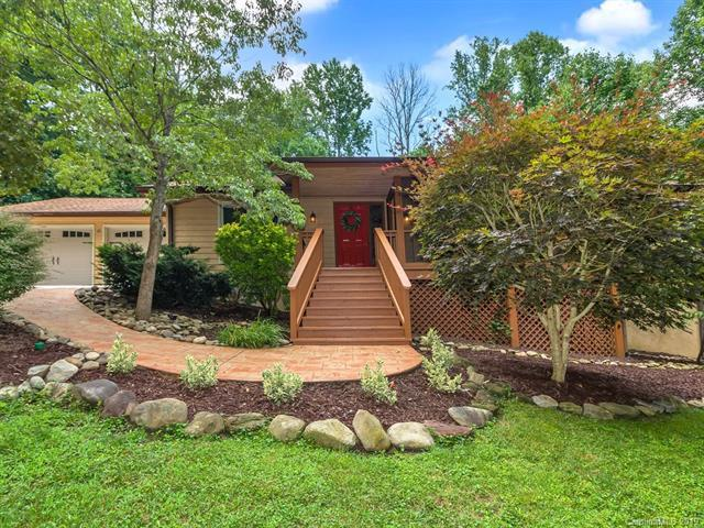 16 Badger Run, Hendersonville, NC 28739 (#3521779) :: Charlotte Home Experts