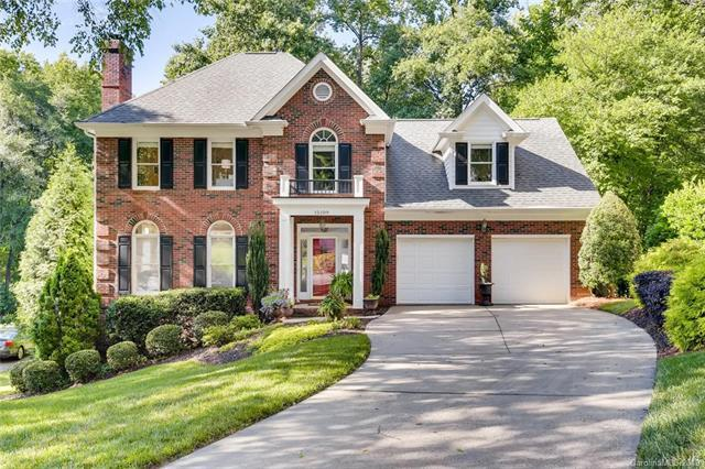 15109 Sharrow Bay Court, Huntersville, NC 28078 (#3521861) :: Zanthia Hastings Team