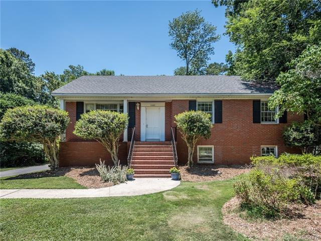 6622 Old Providence Road, Charlotte, NC 28226 (#3522327) :: Homes Charlotte