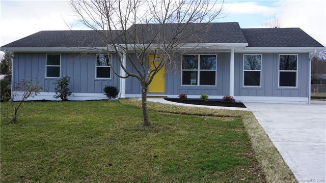 22 W Silverleaf Drive, Hendersonville, NC 28739 (#3523254) :: Rinehart Realty