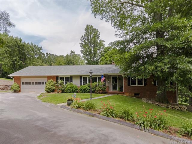 126 Georgetown Road, Hendersonville, NC 28739 (#3523330) :: Washburn Real Estate