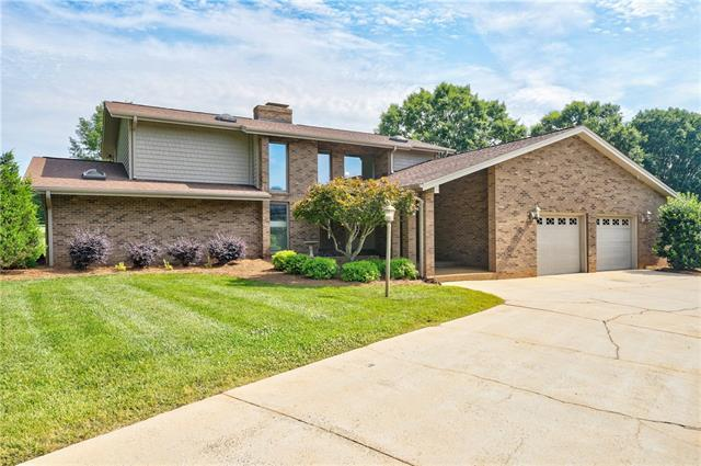 2564 Birdie Lane NE, Conover, NC 28613 (#3523430) :: Charlotte Home Experts