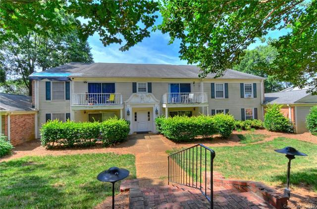 7033 Quail Hill Road, Charlotte, NC 28210 (#3524223) :: The Andy Bovender Team