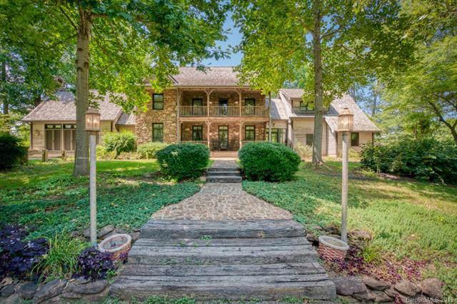 1061 Honeyhill Lane, Tryon, NC 28782 (#3526139) :: Puma & Associates Realty Inc.