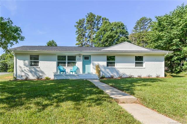 6761 Glenmoor Drive, Charlotte, NC 28214 (#3526468) :: Carolina Real Estate Experts
