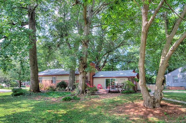 4938 Buckingham Drive, Charlotte, NC 28209 (#3527241) :: Roby Realty