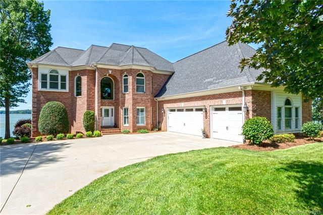2730 Harbour Pointe Court, Sherrills Ford, NC 28673 (#3527384) :: Team Honeycutt