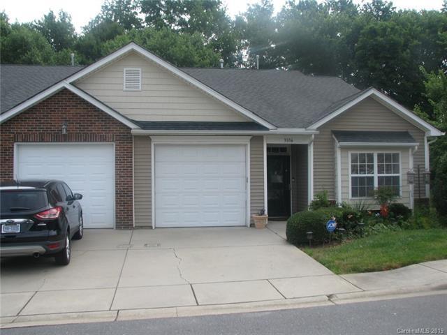 3106 Village Glen Lane, Charlotte, NC 28269 (#3527428) :: Charlotte Home Experts