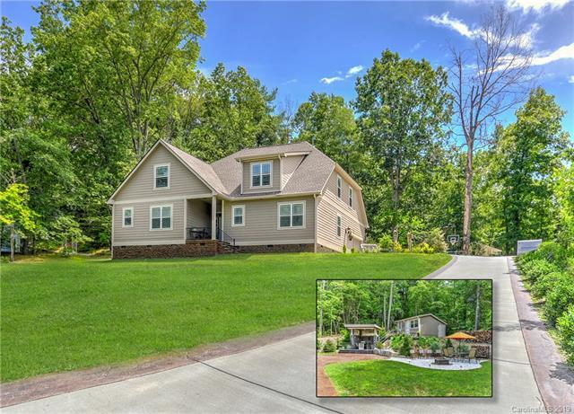 126 Shelly Drive, Hendersonville, NC 28792 (#3527730) :: Rowena Patton's All-Star Powerhouse
