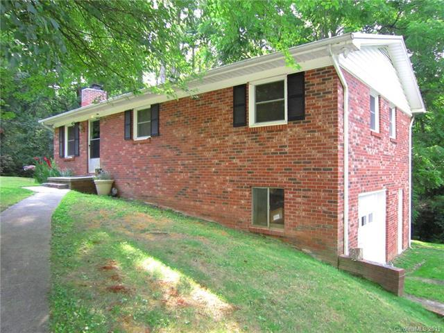 164 Squirrel Hollow Drive, Hendersonville, NC 28791 (#3528401) :: Chantel Ray Real Estate