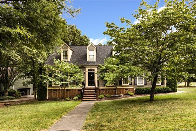 10433 Balmoral Circle, Charlotte, NC 28210 (#3528520) :: High Performance Real Estate Advisors