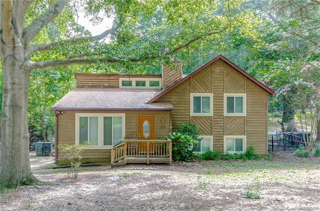 5709 Shadow Creek Road, Charlotte, NC 28226 (#3528728) :: The Andy Bovender Team