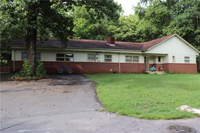 470 20th Avenue NE, Hickory, NC 28601 (#3528907) :: Mossy Oak Properties Land and Luxury