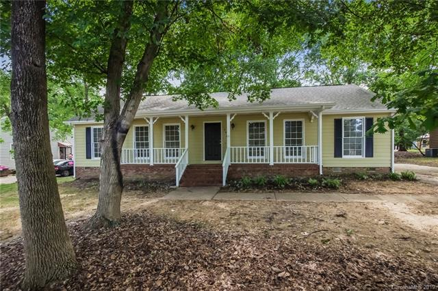10925 Painted Tree Road, Charlotte, NC 28226 (#3529175) :: LePage Johnson Realty Group, LLC