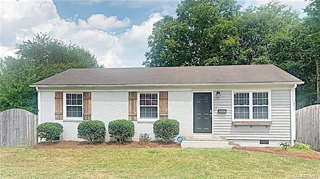302 1st Street, Mount Holly, NC 28120 (#3529242) :: Besecker Homes Team