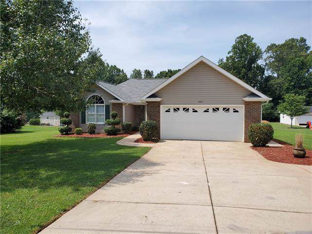 3817 River Road, Hickory, NC 28602 (#3529958) :: BluAxis Realty