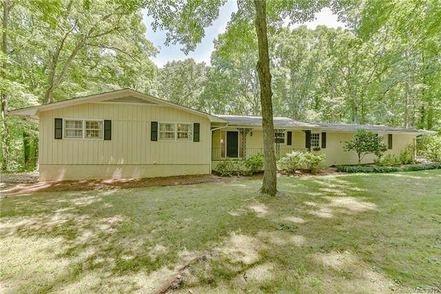 2002 Fair Forest Drive, Matthews, NC 28105 (#3531315) :: Puma & Associates Realty Inc.