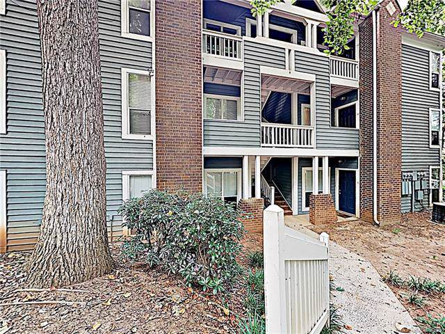 2512 Cranbrook Lane, Charlotte, NC 28207 (#3531607) :: Stephen Cooley Real Estate Group