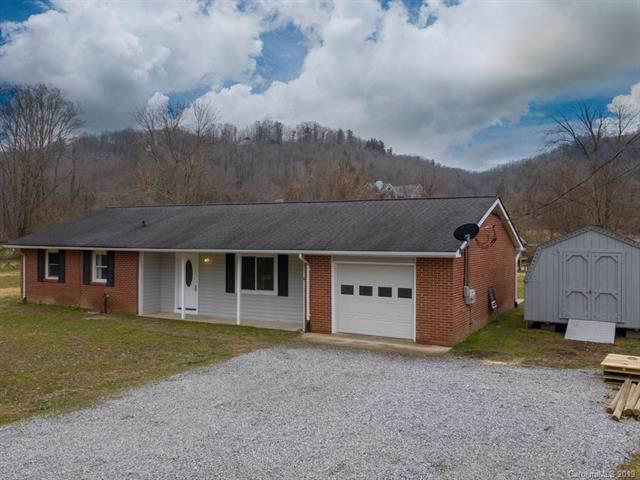 1111 S Prestonwood Drive, Hendersonville, NC 28739 (#3532197) :: Miller Realty Group