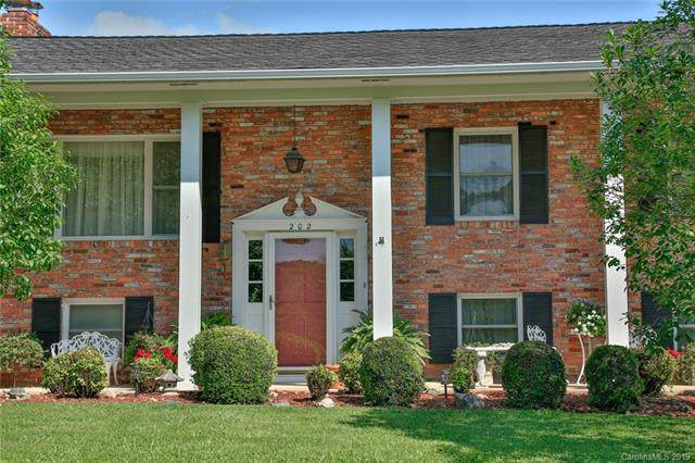 202 E Wynnbrook Drive, Hendersonville, NC 28792 (#3537537) :: Keller Williams Professionals