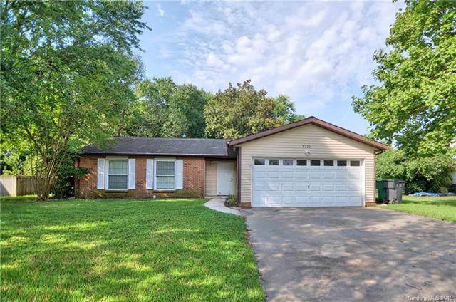 7121 Wannamaker Lane, Charlotte, NC 28226 (#3537754) :: Cloninger Properties