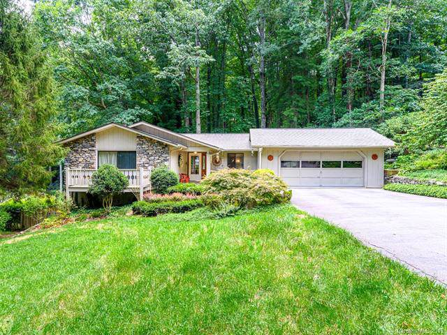 905 Toxaway Drive, Hendersonville, NC 28791 (#3539374) :: Besecker Homes Team