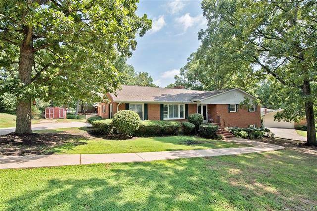 1712 Oakridge Drive, Charlotte, NC 28216 (#3540153) :: Robert Greene Real Estate, Inc.