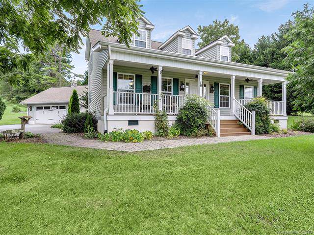 16 Scenic Ridge Drive, Hendersonville, NC 28792 (#3542269) :: High Performance Real Estate Advisors