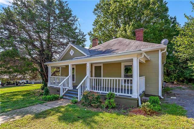 4301 Hovis Road, Charlotte, NC 28208 (#3542358) :: Chantel Ray Real Estate