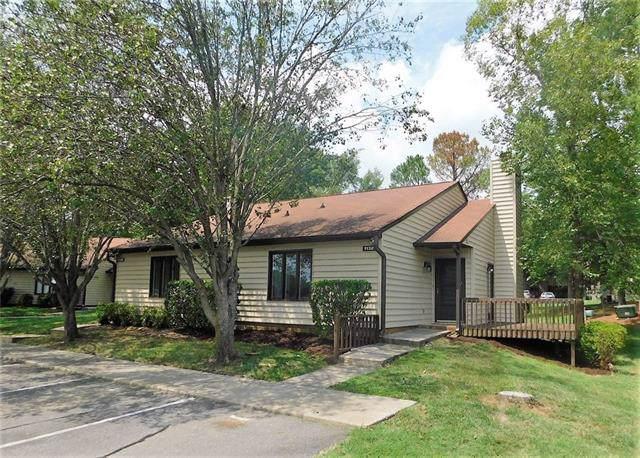 11324 Crossview Lane, Charlotte, NC 28226 (#3542547) :: Keller Williams South Park